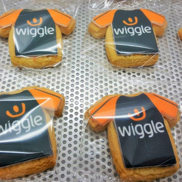 T-Shirt Shaped Branded Biscuit